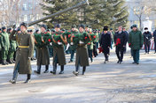 В День защитника Отечества в Уссурийске возложили цветы и венки к памятникам героям