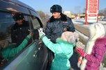 В Уссурийске сотрудники полиции и школьники провели акцию в память о жертвах ДТП в Приморье