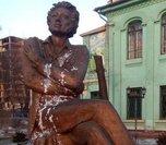 Полиция выясняет обстоятельства осквернения памятника Пушкину в Уссурийске
