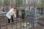 Уссурийские волонтеры поддержали Международный день памятников и исторических мест субботником