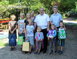 В Уссурийске полицейские помогли собраться в школу ребятам из многодетной семьи