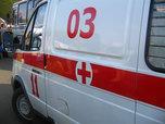 Женщина выпала из окна и зацепилась за козырек подъезда в Уссурийске