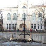 «Всем капут»: Приморцы обсуждают конструкцию около школы