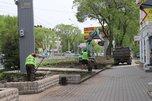 Улицу Комсомольскую украшают ландшафтные дизайнеры
