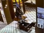Житель Уссурийска украл бутылку со столика в мебельном магазине