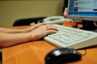 Жители Приморья могут записаться на прием к врачу через Интернет