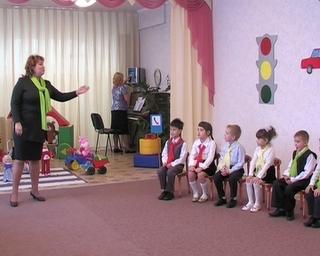 Правила дорожного движения лучше всего объясняют в 8 детском саду