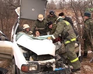 ДТП на Владшоссе: чтобы вытащить пассажирку, пришлось разбирать машину