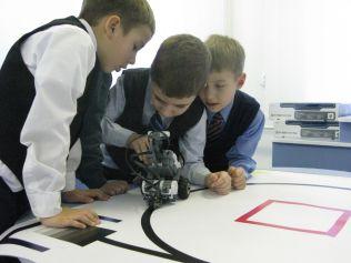 Приморских школьников будут учить робототехнике