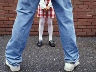 Отец малолетней девочки застал педофила на месте преступления