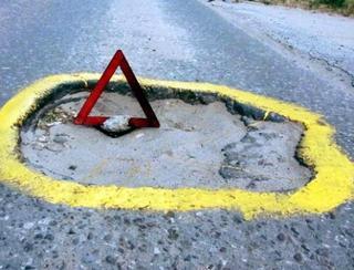 Зачем в Уссурийске ямы на дорогах обводят краской?