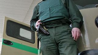 Эксперты: инкассатор с пистолетом в Уссурийске неправ, как и водитель