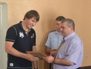Начальник отдела МВД России по городу Уссурийск вручил благодарность гражданину, оказавшему содействие полиции