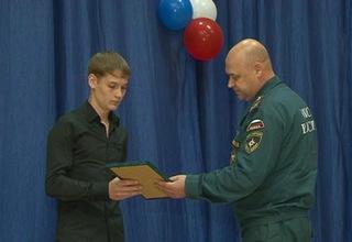 Подросток из Уссурийска награждён медалью «За отвагу на пожаре»