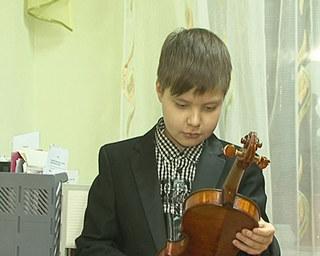 Скрипачу из Уссурийска подарили итальянскую скрипку