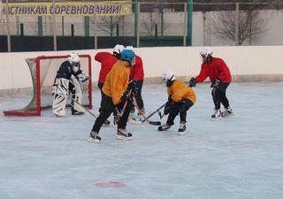 Хоккеисты школ Уссурийска вышли на лёд соревнований «Золотая шайба» в новой форме