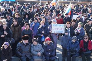 Итог крымского референдума горожане поддержали на митинге в Уссурийске