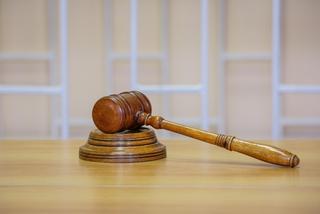 Учительница, бившая детей головой об парту, признана виновной в Приморье