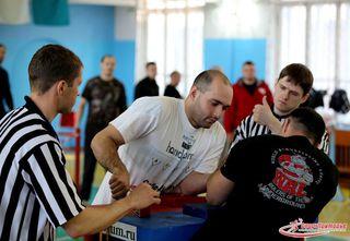 Команда армлестлеров из Уссурийска заняла 1 место на чемпионате Приморского края