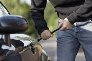 85-летнего жителя Уссурийска угнали автомобиль