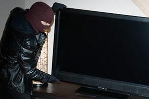 Жительница Уссурийска лишилась телевизора, оставленного в коридоре общежития