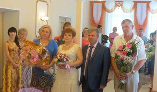 Супругов Булатовых поздравили с «Серебряной свадьбой» в ЗАГСе Уссурийска