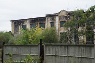 Заброшенный танковый завод горел в Уссурийске