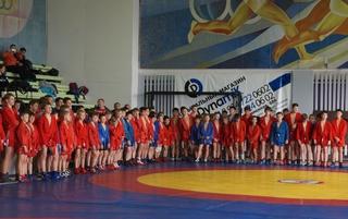 Дальневосточный турнир по самбо собрал юных борцов в Уссурийске