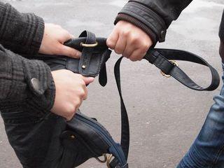 Грабитель из Уссурийска вырвал у женщины сумку