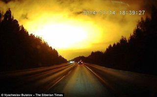 Очевидцы сняли на видео загадочное свечение в уральском небе