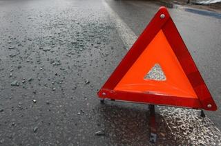 Водитель легковушки протаранил столб электропередачи в Уссурийске