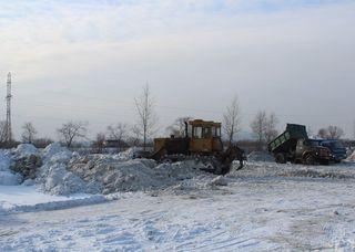 Уборку снега в Уссурийске осложняет малое количество специализированной техники