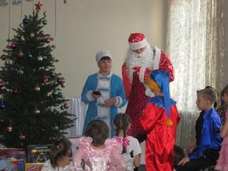 Полицейский Дед Мороз развез подарки детям в Уссурийске