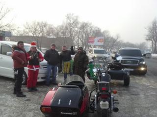 Мотоциклисты Уссурийска поздравили горожан с Новым годом под рев моторов