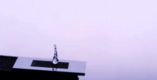 Новый водоотталкивающий металл заставляет капли прыгать