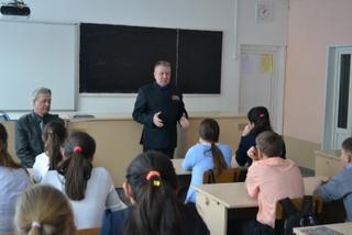 В Уссурийске полицейские и ветераны МВД провели для школьников урок мужества