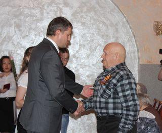 Вице-губернатор Приморского края вручил 20 медалей ветеранам и труженикам тыла в Уссурийске
