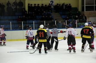 Финал «Ночной хоккейной лиги» проходит на льду уссурийской «Ледовой арены»