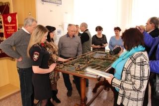 В Уссурийске приморские краеведы познакомились с комнатой-музеем транспортных полицейских