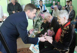 Глава администрации УГО посетил ветеранов ВОВ, чтобы вручить им медали