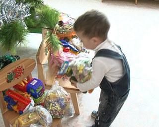 Малыши из Дома ребёнка получили реальные подарки от виртуальных мам и пап