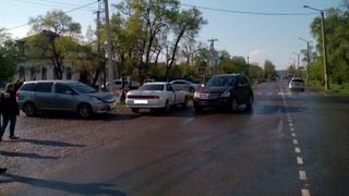 ДТП с участием трех автомобилей произошло сегодня в Уссурийске