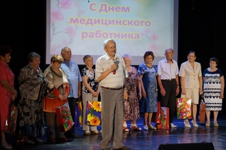 Медики Уссурийска получили поздравления в преддверии профессионального праздника