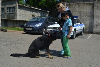 Юные спортсмены Уссурийской Федерации Кудо побывали в гостях у полицейских-кинологов