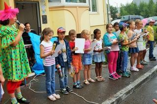 Детский праздник в честь окончания лета прошел в микрорайоне Уссурийска