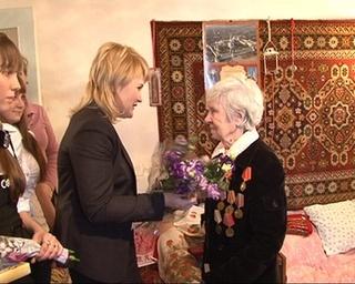 Ветерану Марии Мельниковой вручили юбилейную медаль