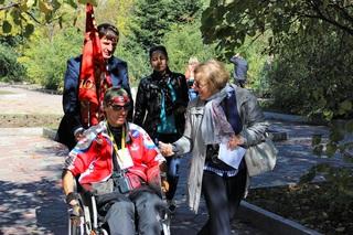 Проехавший в инвалидной коляске 18 тысяч км путешественник сделал остановку в Уссурийске
