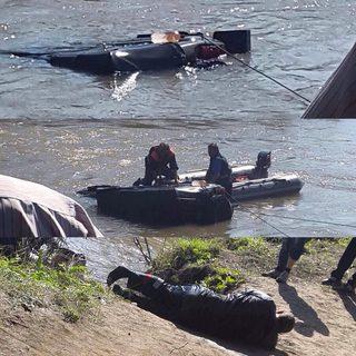 Спасатели достали из затонувшего под Уссурийском УАЗа тело водителя