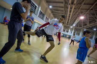 Чемпион мира по кикбоксингу Александр Захаров провел мастер-класс для владивостокских студентов