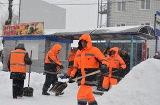 На расчистку от снега тротуаров и остановок Уссурийска брошены силы МУП «БОСС»